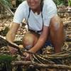 Kokosnöt i skallen är inget kul, så som de säkerhetstänkande svenskar vi är så har vi förstås hjälmar i palmskogen.