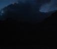 Så här såg det ut när vi seglade in till första ön efter den långa seglingen. Mörkt!