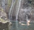 Härligt bad i svalt vattenfall