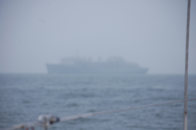 Dimma! Fartyget är nära men syns knappt.