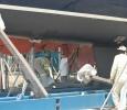 Magnus sliter i det sista, samtidigt som båten är på väg i igen