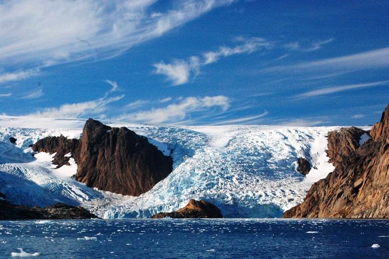 Glaciären kalvade precis när vi seglade förbi!