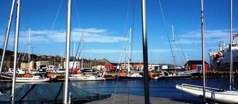Här ligger vi i Lerwick på Shetland